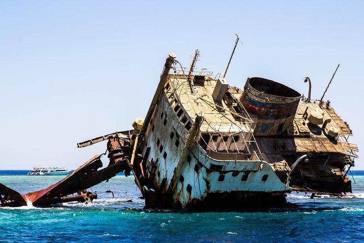 shipwreck-2727400_1280