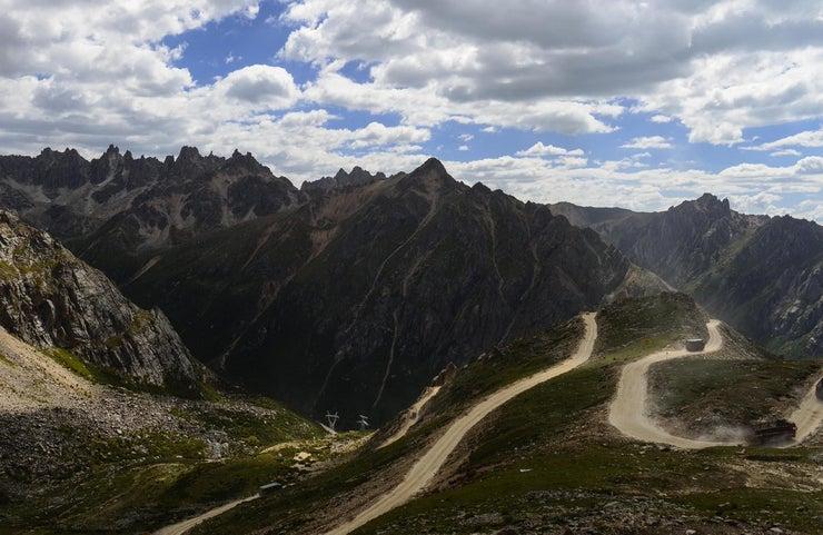 A Risky Journey on Sichuan-Tibet Highway