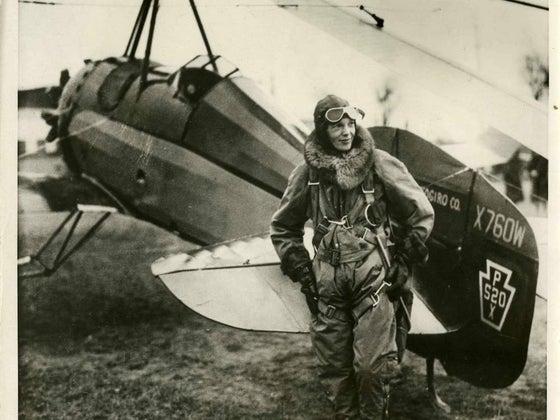 amelia earhart with plane