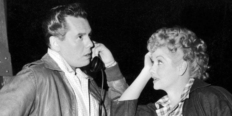 lucille ball and desi arnaz looking at each other