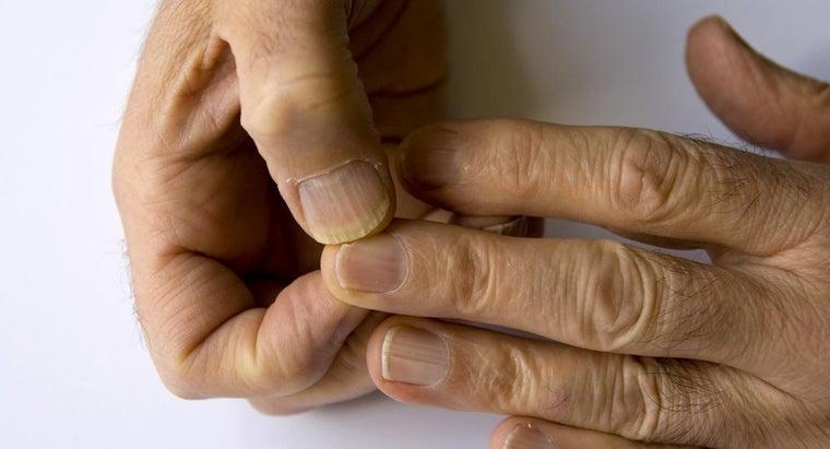 fingernails-split-down-middle