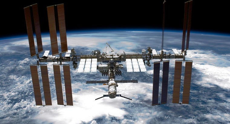 long-international-space-station-orbit-earth